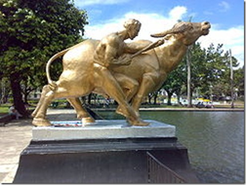 Sculpture_of_Man_and_Water_Buffalo_Capitol_Lagoon_Bacolod_City_Philippines