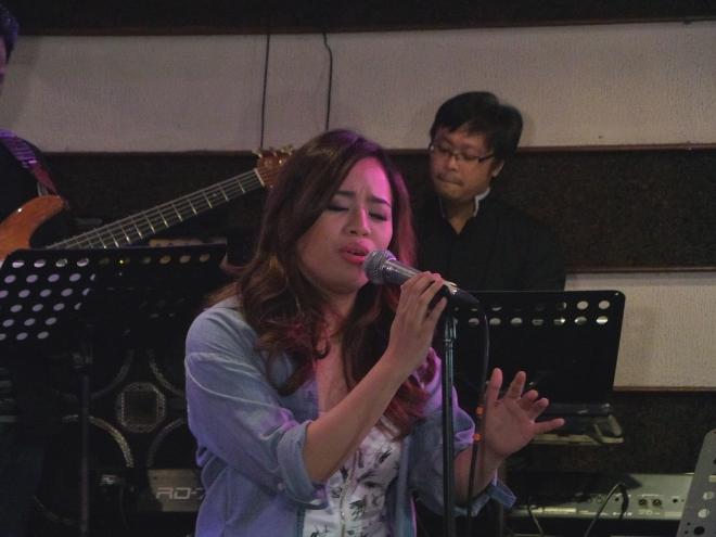 ZENDE singing