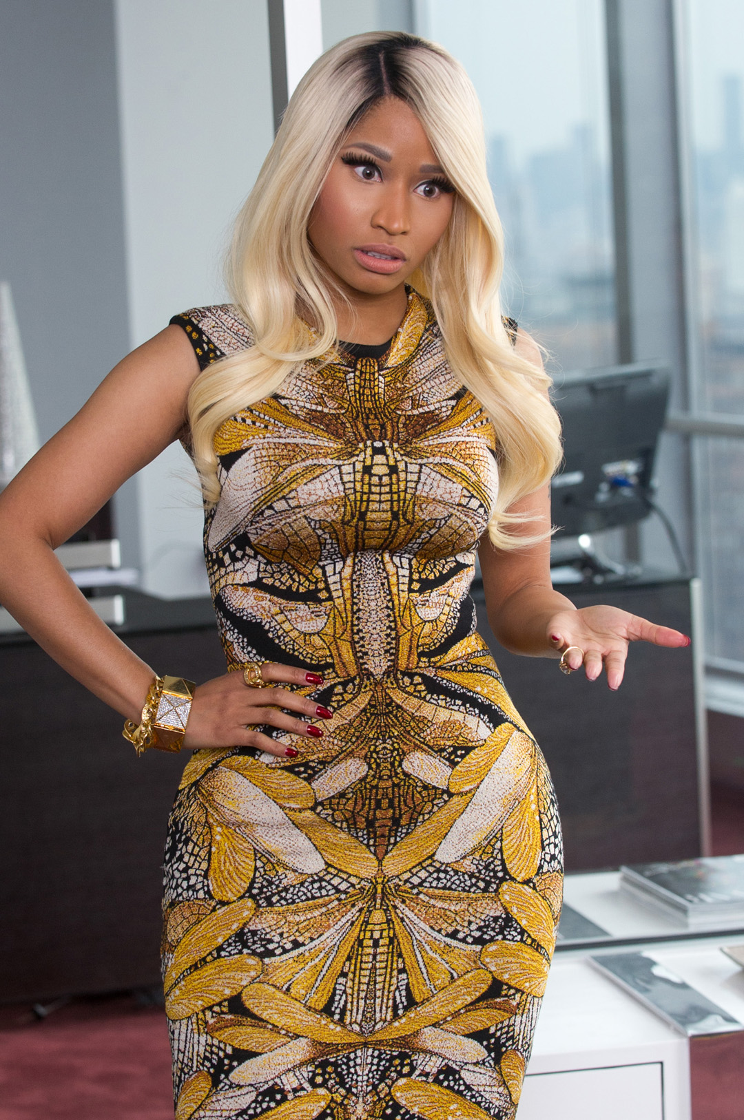 "Nicki Minaj brings it on for a 3-timing rouge in ""The ..."