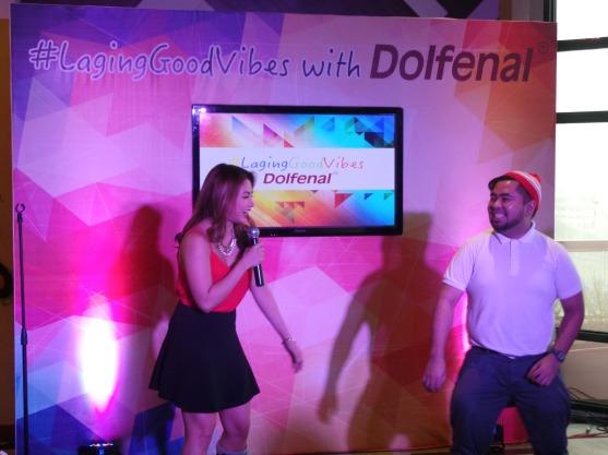 Petra teaches blogger to dance