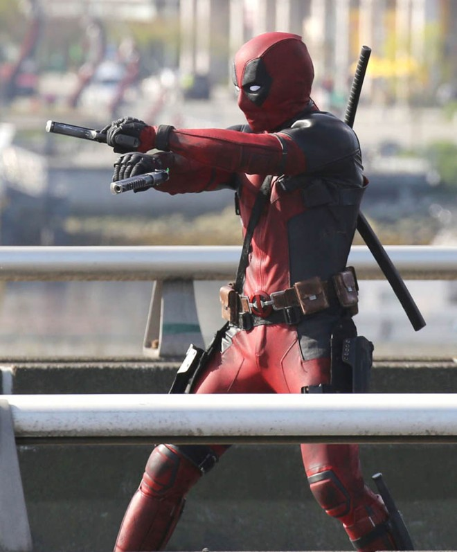 "51703768 Actor Ryan Reynolds suits up to film and action scene on a viaduct for ""Deadpool"" on April 7, 2015 in Vancouver, Canada. The new Marvel movie tells the story of a former Special Forces operative turned mercenary who is subjected to a rogue experiment that leaves him with accelerated healing powers. FameFlynet, Inc - Beverly Hills, CA, USA - +1 (818) 307-4813"
